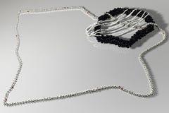 Composizione con il jewelery e l'indicatore luminoso (black&wight) Fotografie Stock