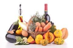 Composizione con la verdura, il vino e l'olio Immagini Stock Libere da Diritti