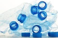 Composizione con le bottiglie di plastica del policarbonato di minerale immagini stock
