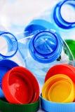Composizione con le bottiglie ed i cappucci di plastica Immagine Stock Libera da Diritti