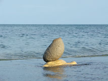 Composizione con le pietre ed il mare differenti Fotografia Stock