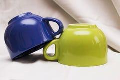 Composizione con le tazze colorate Immagine Stock