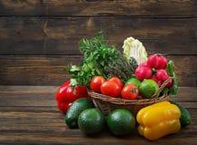 Composizione con le verdure organiche crude assortite e la frutta Immagine Stock Libera da Diritti
