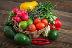 Composizione con le verdure organiche crude assortite e la frutta Fotografie Stock