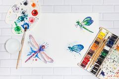 Composizione con lo schizzo delle libellule e delle pitture Fotografia Stock Libera da Diritti
