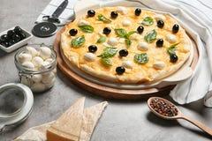 Composizione con pizza casalinga saporita Fotografia Stock Libera da Diritti