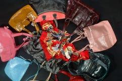 Composizione con un sacchetto, una pietra ed i branelli blu Immagini Stock