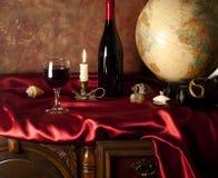 Composizione con un vetro di vino rosso Immagine Stock