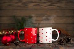 Composizione in concetto di Natale con una coppia di tazze Fotografia Stock