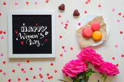 Composizione d'annata di giorno del ` s delle donne del telaio bianco della foto con la citazione di saluto Immagini Stock
