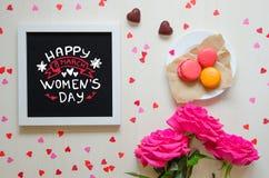 Composizione d'annata di giorno del ` s delle donne del telaio bianco della foto con la citazione di saluto Immagine Stock Libera da Diritti