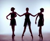 Composizione dalle siluette di un balletto di tre giovani Fotografia Stock Libera da Diritti