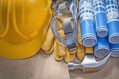 Composizione degli strumenti della costruzione sul versi di legno di orizzontale del bordo Fotografia Stock Libera da Diritti