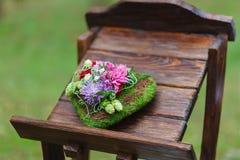 Composizione dei fiori come elemento della decorazione di nozze Fotografia Stock