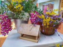 Composizione dei fiori nel centro commerciale Fotografia Stock Libera da Diritti