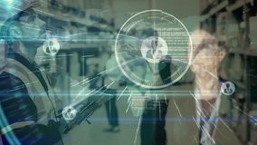 Composizione del magazzino dell'uomo nel magazzino combinato con l'animazione di una donna che tocca a video d archivio