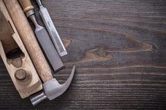Composizione dell'aereo di rasatura di legno del martello da carpentiere Immagini Stock Libere da Diritti