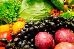 Composizione della frutta e del fondo delle verdure Fotografia Stock Libera da Diritti