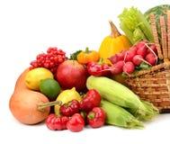 Composizione della frutta e della merce nel carrello delle verdure Immagine Stock Libera da Diritti
