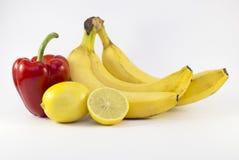 Composizione della frutta e della merce nel carrello delle verdure sopra Immagini Stock Libere da Diritti