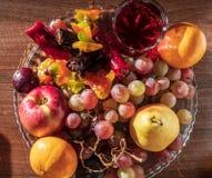 Composizione della natura morta con frutta e il churchkhela fotografia stock libera da diritti