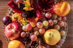 Composizione della natura morta con frutta e il churchkhela fotografia stock