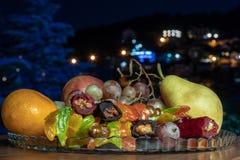 Composizione della natura morta con frutta e il churchkhela immagini stock libere da diritti