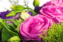 Composizione delle rose di tè e del alstromeria Immagine Stock