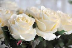 Composizione delle rose fatte del panno ma dei giochi molto bene finiti e leggeri Fotografia Stock Libera da Diritti