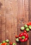 Composizione delle verdure su legno Fotografie Stock
