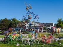 Composizione di arte di vecchie biciclette fotografia stock libera da diritti