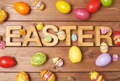 Composizione di legno nella lettera di Pasqua immagine stock