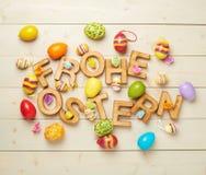 Composizione di legno nella lettera di Pasqua immagini stock