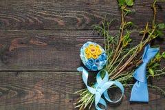 Composizione di Pasqua dei rami e delle uova verdi in techni quilling Immagini Stock