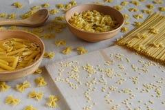 Composizione di pasta italiana cruda Fotografia Stock Libera da Diritti