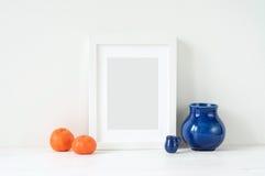 Composizione elegante minima con i mandarini ed il vaso Fotografia Stock