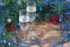 Composizione in festa del nuovo anno e di Natale, champagne, pino, Orn Immagine Stock Libera da Diritti