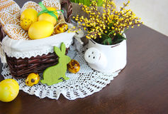 Composizione in festa di Pasqua con i biscotti e le uova Immagine Stock Libera da Diritti