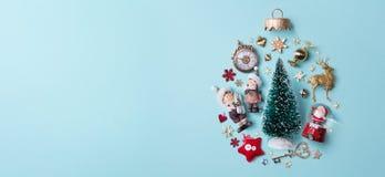 Composizione in feste di Natale su fondo di carta Fotografia Stock Libera da Diritti