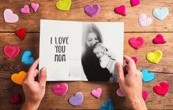 Composizione in giorno di madri, foto in bianco e nero Il colpo dello studio, corteggia Fotografia Stock
