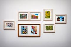 Composizione in immagine sulla parete bianca fotografia stock