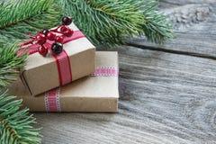Composizione in Natale con i contenitori di regalo immagine stock