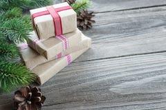 Composizione in Natale con i contenitori di regalo fotografie stock