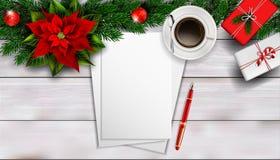 Composizione in Natale sulla tavola di legno bianca con il peper in bianco del pezzo per testo Immagini Stock