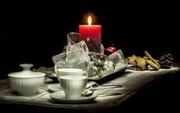 Composizione in natura morta di Natale su un fondo nero Fotografie Stock