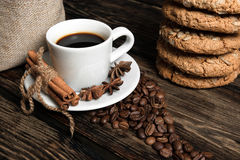 Composizione nel caffè con i biscotti Immagini Stock