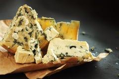 Composizione nel formaggio del roquefort Fotografia Stock