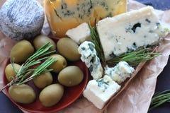 Composizione nel formaggio del roquefort Fotografie Stock