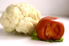 Composizione nell'ortaggio a foglia dell'insalata del pomodoro del cavolfiore Fotografie Stock