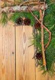 Composizione nella decorazione del nuovo anno e di Natale sul backgrou di legno Fotografia Stock Libera da Diritti